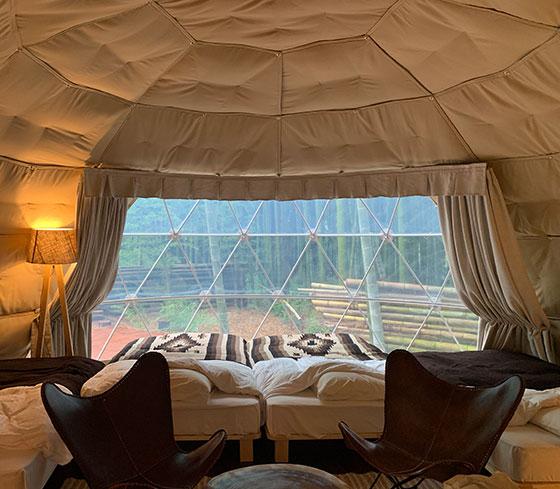 テントの中のベッド